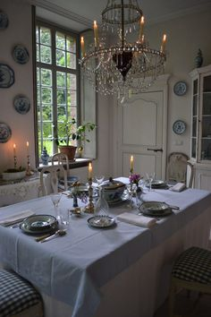 The Gustavian Style Dining Room. {The 18th Century Swedisch Design} Decor Inspiration | Cool Chic Style Fashion