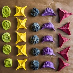 Naturally Dyed Vegetable Dumplings recipe by Madeline Lu Vegetable Dumplings, Vegan Dumplings, Chinese Dumplings, Dumpling Recipe, Steamed Dumplings, Colored Pasta, Pasta Casera, Rainbow Food, Homemade Pasta