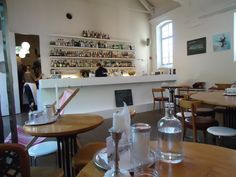 This self-proclaimed cafe and culture bar offers lunches, coffees, evening cocktails and Sunday brunches. Zum Kuss has a lovely location on the corner of the El
