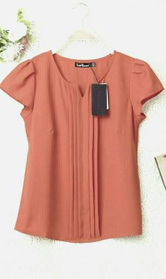 Best 10 You can personalize this product to your measures / Puedes personalizar este producto a tus medidas. Send us a message – SkillOfKing. Blouse Patterns, Blouse Designs, Hijab Fashion, Fashion Dresses, Work Tops, Mode Hijab, Look Chic, Blouse Styles, Work Attire
