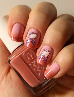 Goodly Nails: Hello Kitty- kynsitarroja