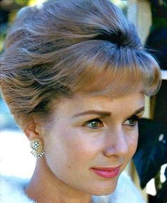 Debbie Reynolds Hollywood Music, Golden Age Of Hollywood, Vintage Hollywood, Hollywood Glamour, Hollywood Stars, Hollywood Actresses, Classic Hollywood, Hollywood Icons, Carrie Fisher Billie Lourd