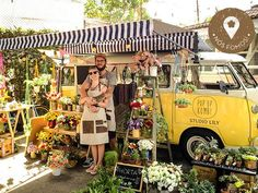 Awesome Florist Shop Design and Decor Ideas 34 - Awesome Indoor & Outdoor Flower Truck, Flower Cart, Foodtrucks Ideas, Food Truck Design, Mobile Shop, Deco Floral, Farm Stand, Most Beautiful Flowers, Simple Flowers