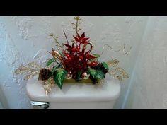 Make a Nice Bathroom Ornament for Christmas Holidays DIY Easy Christmas Ornaments, Christmas Picks, Dollar Tree Christmas, Simple Christmas, Christmas Crafts, Merry Christmas, Bathroom Ornaments, Christmas Bathroom Decor, Christmas Arrangements