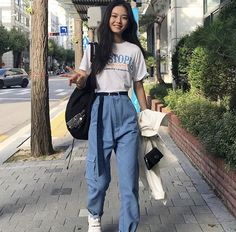 outfits 🐟 What Style of Shoes is Business Casual? Korean Street Fashion, Asian Fashion, Look Fashion, 90s Fashion, Fashion Outfits, India Fashion, Korean Street Styles, Asian Street Style, Tokyo Street Style