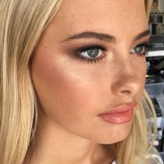 5 Beauty Influencers to Start Following Now // Makeup Artist Mia Connor // LoveLoz.com