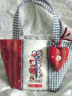 idea for vintage napkin Fabric Purses, Fabric Bags, Patchwork Bags, Quilted Bag, Handmade Handbags, Handmade Bags, Cross Stitching, Cross Stitch Embroidery, My Bags