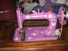 Fun site with decorated machines. I think my Pfaff needs sprucing up!