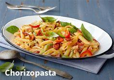 Chorizopastassa maukkaat raaka-aineet saavat aikaan sopivan mausteisen past Chorizo Pasta, My Cookbook, Tex Mex, Pasta Dishes, Mozzarella, Pasta Recipes, Pasta Salad, Macaroni And Cheese, Healthy Living