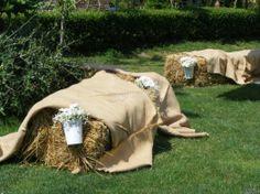 Allestimento del #matrimonio in stile #country con balle di fieno