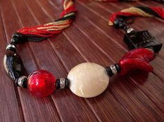"""EFFY Murano glass parure di VenetianPearls su Etsy.  In this necklace the red Murano glass beads are created using gold leaf """"submerged"""", that is melted in the core of the bead itself, and are alternated with pastel beads. Eighteen threads of small black, red and golden beads, without any fastening, complete the necklace. A retro effect on a modern and bright set, suited for an elegant evening."""