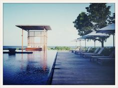 Les adresses de l'été de Doutzen Kroes: http://www.vogue.fr/voyages/inspirations/diaporama/les-adresses-de-l-ete-de-doutzen-kroes/19206/image/1012263#!vos-3-hotels-fetiches-a-travers-le-monde