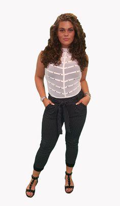 Scoor de complete outfit Sturdy inclusief 10% korting voor maar € 69,50 compleet met body, broek, en sandalen. GRATIS VERZENDING!!