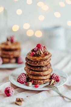 Suklaa-kaurapannukakut (G) | Annin Uunissa Great Recipes, Favorite Recipes, Most Delicious Recipe, Pancakes, Brunch, Yummy Food, Meals, Breakfast, Desserts