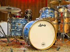 Ludwig Club Date Downbeat in blue oyster.  Wow...