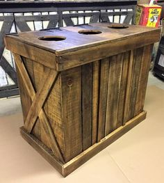 recycled pallets ideas Commercial Rustic Trash and Recycling Receptacle - Diy Home Decor Projects, Diy Pallet Projects, Wood Projects, Recycling Storage, Trash And Recycling Bin, Trash Bins, Rustic Recycling Bins, Recycled Pallets, Wooden Pallets