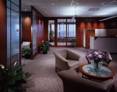 Caterpillar Financial Executive office area, Nashville Tennessee. Design by Gene Daniels, Design Collective, Nashville, Tn.,  Photography by Michael Houghton/STUDIOHIO
