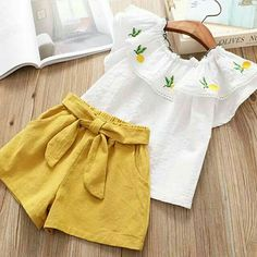 Flounced Collar Top and Solid Shorts for Baby / Toddler Girl Smocked Baby Dresses, Baby Girl Dresses, Frocks For Girls, Kids Frocks, Kids Outfits Girls, Girl Outfits, Baby Girl Fashion, Kids Fashion, Velvet Dress Designs