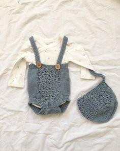 birgitanders1Med en blomstrete body til, kan heldigvis blått også brukes til jenter #hoppestrikk #nøttelitenromper #nøttelitenkyse @hoppestrikk #houseofyarn_norway #dalegarn #lerke #babystrikk #jentestrikk #strikkedilla #knitting #knittersofinstagram #knitstagram Knit Baby Dress, Knitted Baby Clothes, Baby Boy Outfits, Kids Outfits, Baby Bloomers Pattern, Diaper Covers, Baby Knitting Patterns, Kids Wear, Crochet Baby
