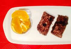 A csoki és az avokádó régi jóbarátok. Igaz ízben mindig a domináns csoki kerekedik felül, viszont az ínyenc kapcsolat krémességet mégis az avokádónak köszönhetjük. Csokis brownie egészségesen