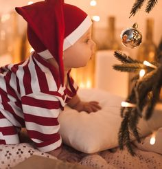 Eight things to do for baby's first Christmas. Don't miss out on any of these things to make your baby's first Christmas extra special. Christmas Pictures Family Outdoor, Xmas Photos, Family Christmas Pictures, Babies First Christmas, Christmas Baby, Baby Christmas Photoshoot, Christmas Pics, Modern Christmas, Natal Baby