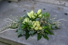 Blad met Protea Funeral Flower Arrangements, Modern Flower Arrangements, Funeral Flowers, Flower Decorations, Christmas Decorations, Cemetery Decorations, Casket Sprays, Lilac Roses, Christmas Flowers