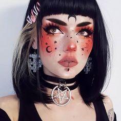 Are you looking for inspiration for your Halloween make-up? Browse around this site for cute Halloween makeup looks. Sfx Makeup, Cosplay Makeup, Costume Makeup, Demon Makeup, Zombie Makeup, Clown Makeup, Skull Makeup, Makeup Set, Contour Makeup