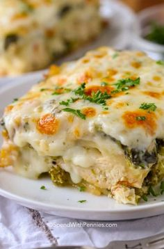 This creamy chicken lasagna is one of my favorite comfort foods ever. A classic lasagna recipe is reimagined with my favorite cheesy alfredo sauce, veggies, and chicken. Easy Lasagna Recipe With Ricotta, Classic Lasagna Recipe, Homemade Lasagna, Crockpot Recipes, Cooking Recipes, Healthy Recipes, Easy Recipes, Dinner Recipes, Chicken Alfredo Lasagna