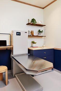 Islyn Studio creates soothing atmosphere in Brooklyn's Bond Vet clinic Clinic Interior Design, Clinic Design, Interior Ideas, Vet Clinics, Veterinary Clinics, Veterinary Medicine, Vet Office, Pet Spa, Hospital Design