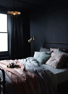 We typically associate minimalism with white interiors, but these dark minimalist bedrooms use dark paint to achieve their dreamy aesthetic. Small Room Bedroom, Room Ideas Bedroom, Dream Bedroom, Couple Bedroom, Small Rooms, Diy Bedroom, Luxury Bedroom Design, Master Bedroom Design, Dark Master Bedroom