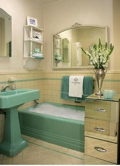 art deco love the vase and flowers, towels to match, mirror above tub