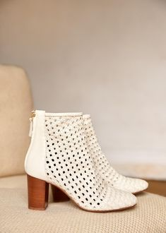 Sézane - Alba Boots Ethical Shoes, White Boots, White Leather Boots, Braided Leather, Vegetable Tanned Leather, Parisian Style, Leather Cover, Cowhide Leather, Shoe Brands