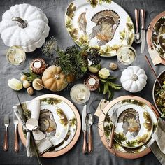 60 Chic Pieces for Your Thanksgiving Table Thanksgiving Table Settings, Thanksgiving Tablescapes, Holiday Tables, Thanksgiving Decorations, Thanksgiving 2016, Fall Table Settings, Thanksgiving Appetizers, Christmas Decor, Holiday Decor