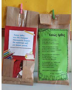 ...Το Νηπιαγωγείο μ' αρέσει πιο πολύ. Back To School Gifts, School Days, First Day Of Kindergarden, Welcome September, September Crafts, School Projects, Paper Shopping Bag, Diy And Crafts, Wraps