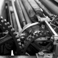 Zahn um Zahn . . . .  _________________________ #drucker #printer #print #zahnrad #gear #mechanics #blackandwhite #aperture #bokeh #wheels #engineering #ingenieur #museum #vienna #wien #österreich #old #vintage #roll #b_rizy #photographie #photography #photographer #zähne #teeth #industry #industrial  #design #steel #metal