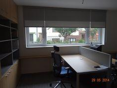 ideální stínění pro budoucí počítačové pracoviště Corner Desk, Conference Room, Table, Furniture, Home Decor, Corner Table, Decoration Home, Room Decor, Tables