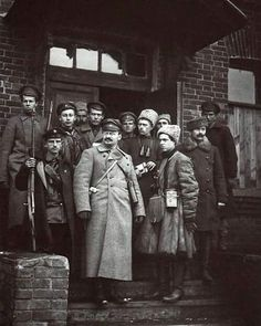 Lev Troztky, the founder of the Red Army in 1919 with his personal guards #historywars#history#military#militaryhistory#1919#instahistory#interwarperiod#interwarperiodmilitary#interwarperiodhistory#war#russiancivilwar#russianhistory#redarmy#communism