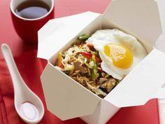 Asiatische Reispfanne mit Schwein und Spiegelei | Nasi Goreng, Eat Smarter, Wok, Veggies, Breakfast, Ethnic Recipes, Fastfood, Asian Cuisine, Asian Recipes