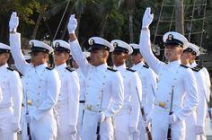 Ceremonia de relevo de mando y juramento a la bandera en la Escuela Naval