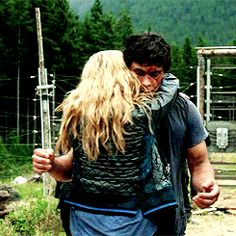 bellarke reunion hug | Tumblr