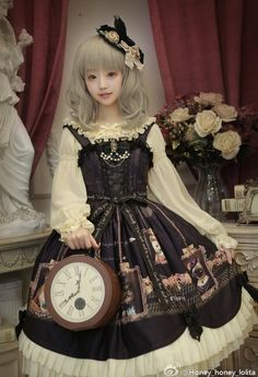 There's 1 (only 1) [-✌-Cats Self-portraits JSK-✌-] left, can be shipped out [-✈-within 24 hours-✈-] >>> http://www.my-lolita-dress.com/honey-honey-cats-printed-lolita-jumper-dress-hh-3
