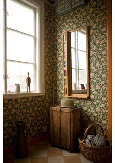 Swedish summer house, Fine Little Day Interior Exterior, Home Interior, Interior Design Kitchen, Of Wallpaper, Beautiful Wallpaper, Cottage Wallpaper, Flower Wallpaper, Cottage Interiors, Scandinavian Home