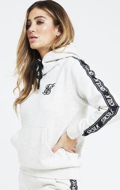 Sudadera SikSilk Mujer M/L Gris - 59,00 € Sik Silk, Belle Lucia, Hoodies, Sweatshirts, Cool Outfits, Graphic Sweatshirt, Formal Dresses, Sweaters, Clothes