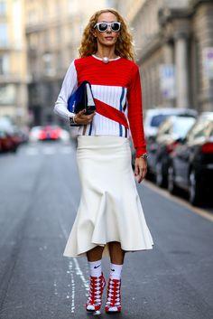 http://www.vogue.ru/fashion/streetstyle/kak_nosit_noski_i_kolgotki_s_tuflyami_i_bosonozhkami/