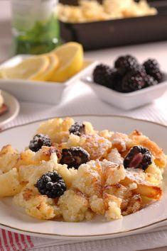 Tvarohový trhanec podávajte len s čerstvučkým ovocím Czech Recipes, Ethnic Recipes, Modern Food, Cauliflower, Macaroni And Cheese, Breakfast Recipes, Oatmeal, Deserts, Food And Drink