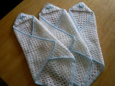 Free pattern This little wrap is suitable for just the tiniest babies, so should be worked in a fine yarn in pale pastel colours, white or cream. Preemie Crochet, Newborn Crochet, Baby Blanket Crochet, Crochet Blankets, Crochet For Kids, Free Crochet, Knit Crochet, Crochet Ideas, Crochet Projects