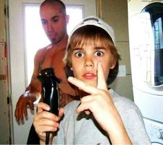 Justin drew Bieber what are you doing to me oh the feels 😂😩😘😍✨ Justin Bieber Baby, Justin Bieber Photos, Justin Baby, Justin Hailey, Justin Bieber 2009, Photos Rares, Anna Nicole Smith, Sarah Michelle Gellar, Cover Songs