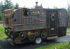The steampunk food cart is the perfect vehicle for those looking to make an artistic entrance into the ever-growing food truck/food cart scene. The steampunk food cart was built by the Artisan Cake Company. Arte Steampunk, Steampunk Design, Steampunk Fashion, Steampunk Cafe, Steampunk Kitchen, Steampunk Interior, Steampunk Furniture, Cyberpunk, Glamping