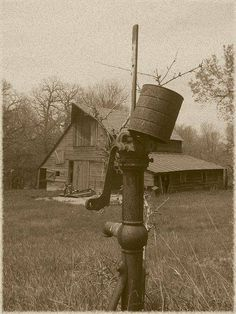 Very similar to the barn on our farm where I grew up. We had a water pump like this one and there was a huge windmill in the yard to pull water for the livestock. Farm Barn, Old Farm, Country Barns, Country Life, Country Charm, Country Living, Country Roads, Old Water Pumps, Mansion Homes