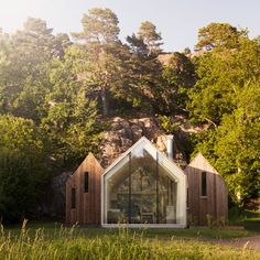 Reiulf Ramstad creates three glass-fronted<br /> cabins as Norwegian holiday home